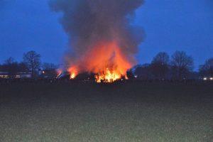Dieren verbranden levend in paasvuren